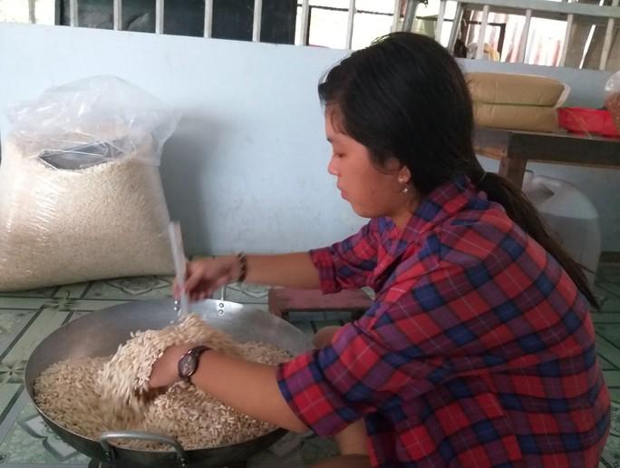 Bí quyết làm nên những hạt cốm thơm, giòn ở Cà Mau - Ảnh 6.