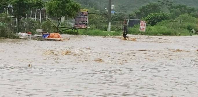 Nhiều tuyến đường ở Sơn La bị nhấn chìm do mưa lớn - Ảnh 15.