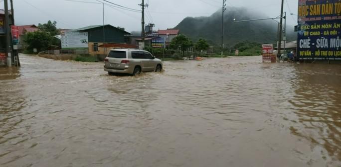 Nhiều tuyến đường ở Sơn La bị nhấn chìm do mưa lớn - Ảnh 19.