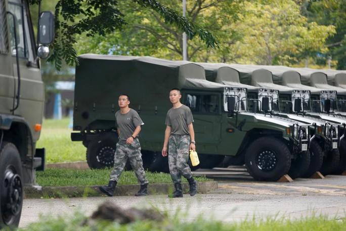 Vừa ra tù, thủ lĩnh sinh viên Hồng Kông bị bắt lại - Ảnh 2.