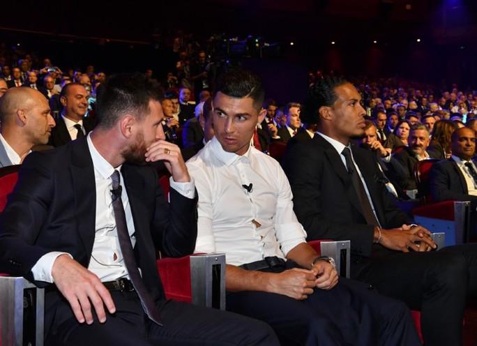 Van Dijk xuất sắc nhất châu Âu, Messi và Ronaldo lại thất bại - Ảnh 5.