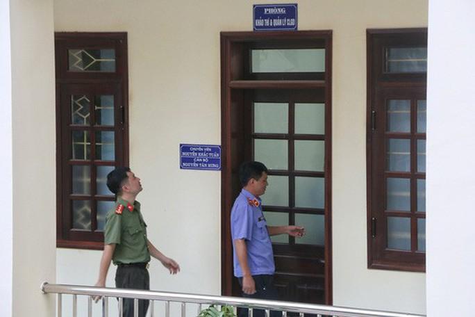 Nhiều Cục trưởng, Vụ trưởng, Chánh thanh tra Bộ GD-ĐT bị xem xét kỷ luật  - Ảnh 1.
