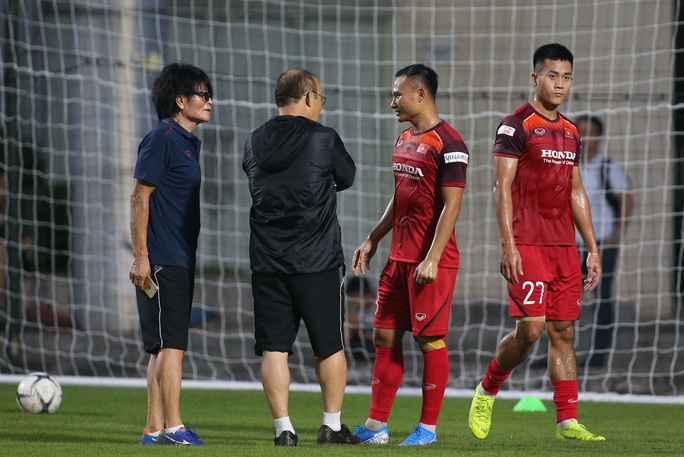 Tuyển Việt Nam đến Thái Lan, HLV Park chuyển 2 tuyển thủ xuống tuyển U22 - Ảnh 1.