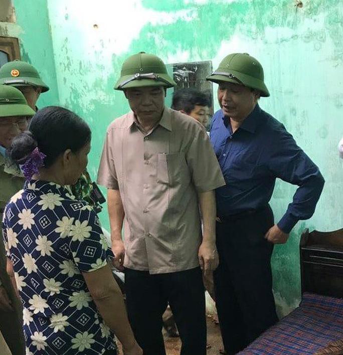 Hà Tĩnh khẩn trương giúp đỡ 41 hộ dân bị sập, tốc mái nhà do lốc xoáy - Ảnh 1.