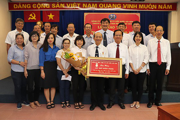 Sawaco trao Huy hiệu 30 năm tuổi Đảng - Ảnh 1.