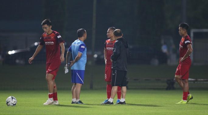 HLV Park Hang-seo yêu cầu Văn Hậu từ Hà Lan sang thẳng Thái Lan - Ảnh 1.