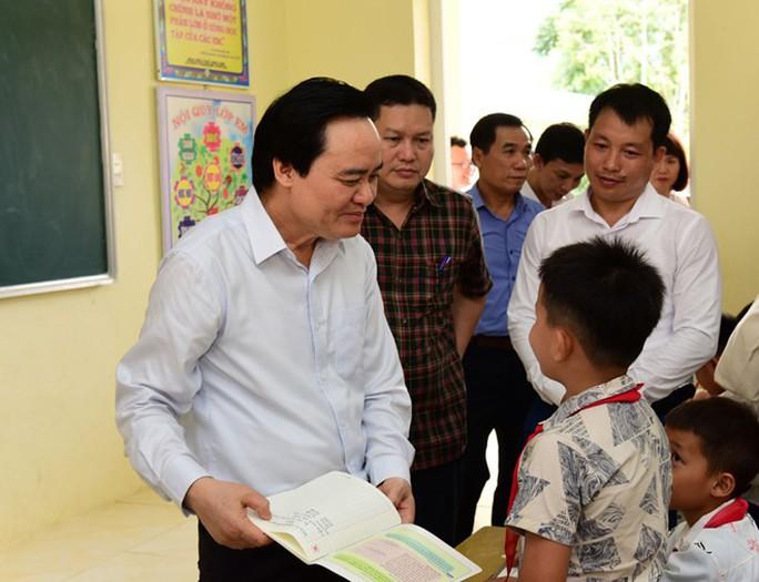Bộ Giáo dục - Đào tạo hứa khắc phục chuyện tựu trường rồi mới khai giảng - Ảnh 1.