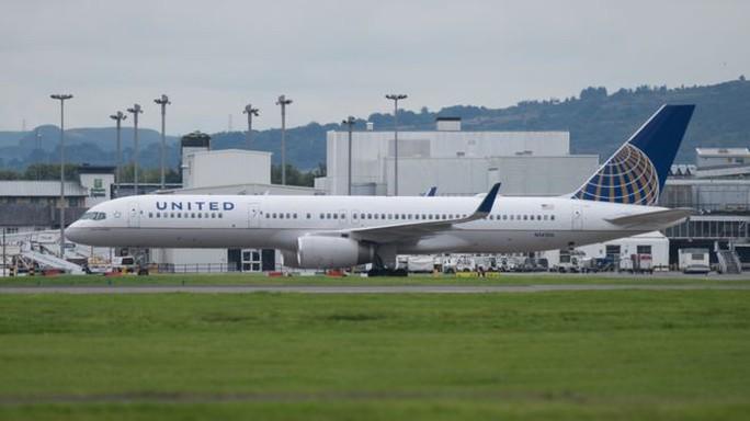 Máy bay chưa kịp cất cánh, 2 phi công bị bắt tại sân bay - Ảnh 1.
