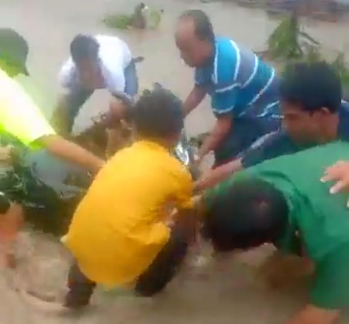 Hàng loạt nhà dân bị nước biển xóa sổ sau bão số 3 - Ảnh 3.