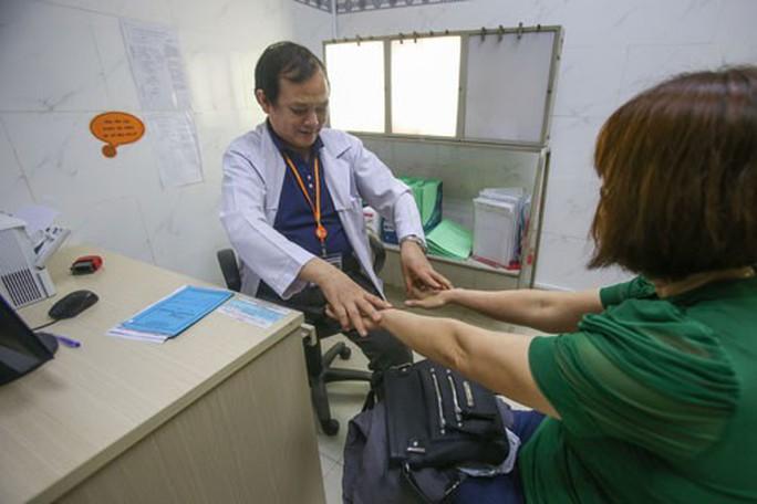 Những trường hợp khám chữa bệnh đúng tuyến không được hưởng BHYT  - Ảnh 2.