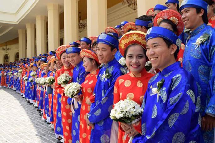 Lễ cưới tập thể cho công nhân khó khăn - Ảnh 1.