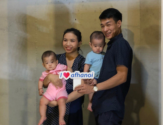 Vợ chồng nữ bác sĩ hiếm muộn U70 hạnh phúc chăm hai con gái sinh đôi - Ảnh 10.
