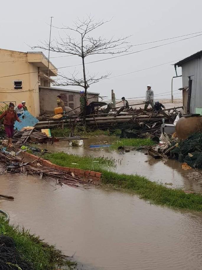 Hàng loạt nhà dân bị nước biển xóa sổ sau bão số 3 - Ảnh 7.