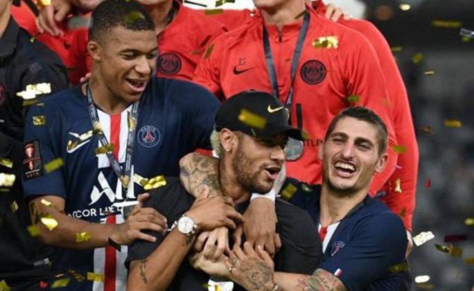 Neymar bị đồng đội tẩy chay ở lễ nhận Siêu cúp Pháp - Ảnh 5.