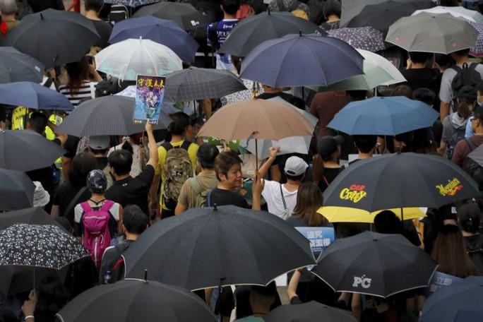 Hồng Kông: Cảnh sát và người biểu tình chơi mèo vờn chuột - Ảnh 4.