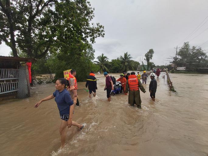 [Video] Phú Quốc ngập trong biển nước - Ảnh 2.
