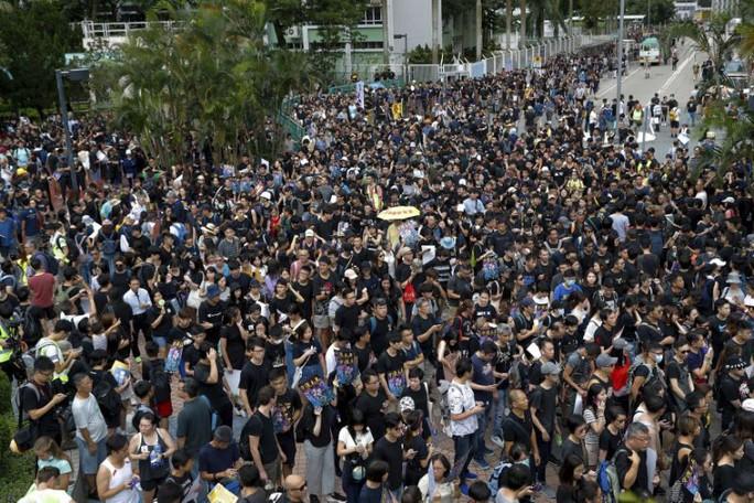Hồng Kông: Cảnh sát và người biểu tình chơi mèo vờn chuột - Ảnh 3.