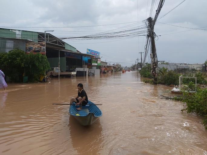 [Video] Phú Quốc ngập trong biển nước - Ảnh 4.