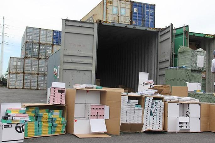 Phát hiện 1 container phụ kiện điện thoại di động nhập từ Trung Quốc ghi xuất xứ Việt Nam - Ảnh 1.