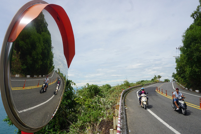 Sẽ cấm xe máy lên bán đảo Sơn Trà - Ảnh 1.