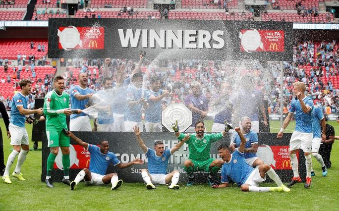 Thủ môn Bravo tỏa sáng, Man City bùng nổ ở Siêu cúp Anh - Ảnh 13.