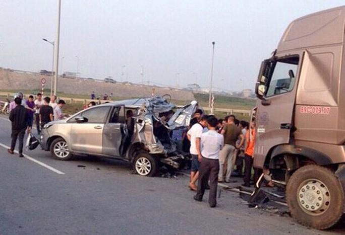 Bất ngờ trả hồ sơ vụ xe container tông xe Innova đi lùi trên cao tốc - Ảnh 1.