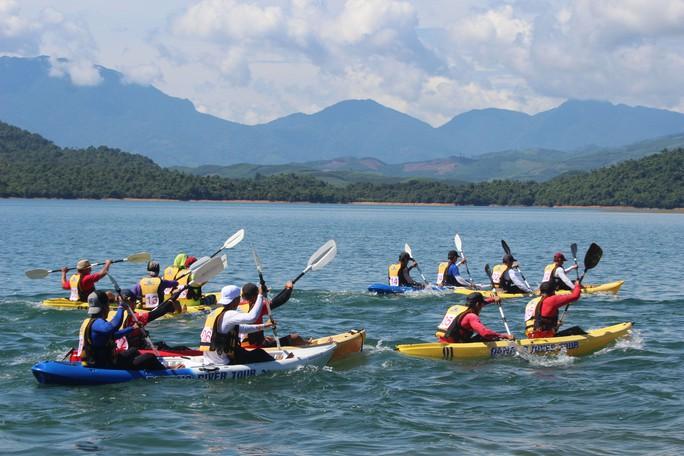 Độc đáo hồ Phú Ninh - Ảnh 1.