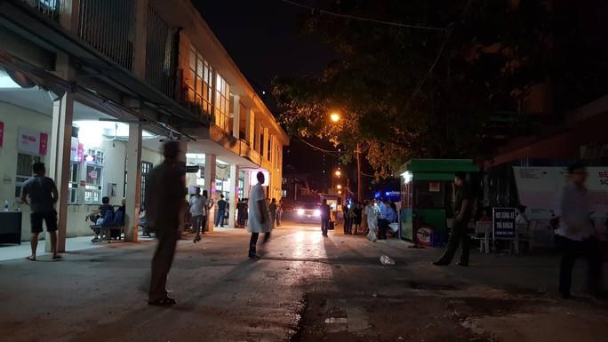Xót xa cảnh phát hiện học sinh lớp 1 trường quốc tế ở Hà Nội cứng người trên ô tô - Ảnh 3.