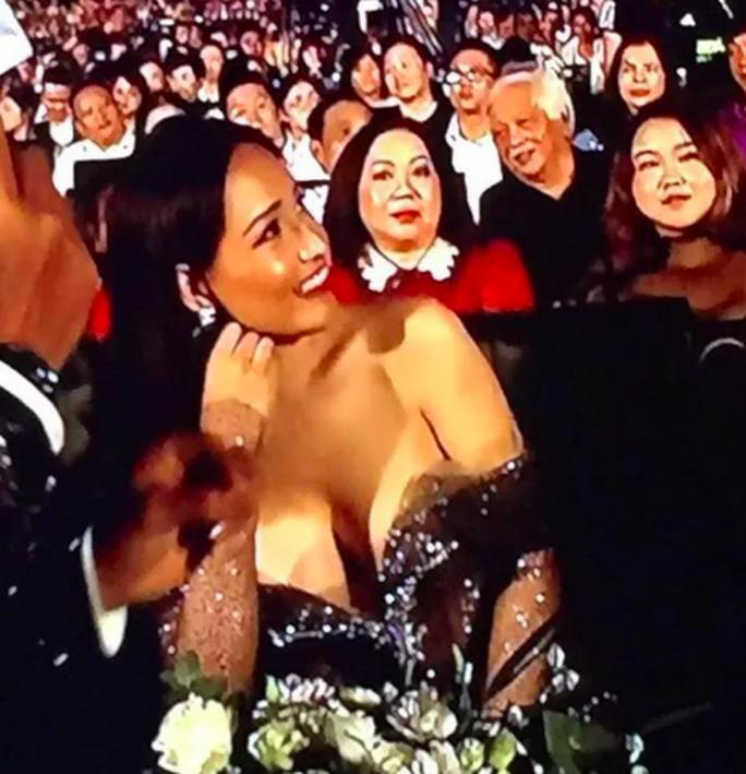 Mai Phương Thuý nhận sai vì mặc váy hở ngực quá nhiều trong chung kết hoa hậu - Ảnh 1.