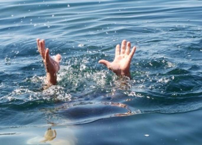 Đi tìm bà, cháu bị rơi xuống khe nước tử vong - Ảnh 1.
