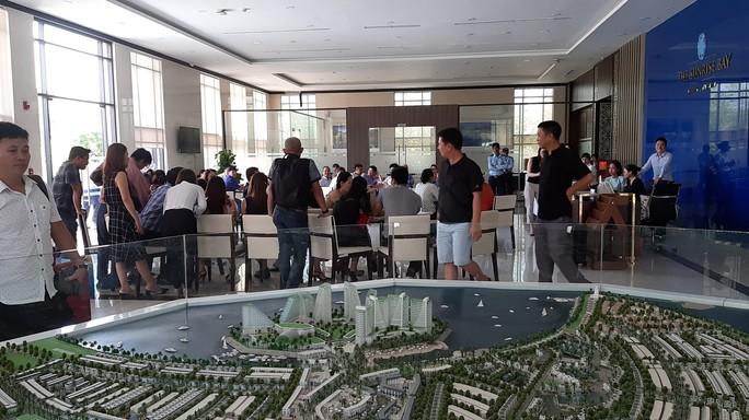 Khách hàng tập trung đòi giao nhà tại dự án The Sunrise Bay Đà Nẵng - Ảnh 1.