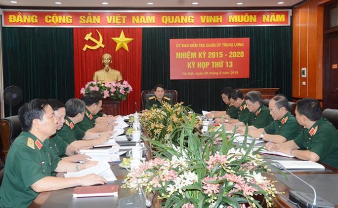 Ủy ban Kiểm tra Quân ủy Trung ương tước danh hiệu 7 quân nhân - Ảnh 1.