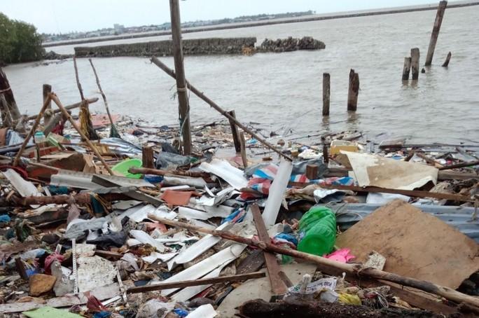 Miền biển Tây Cà Mau tan hoang sau mưa bão - Ảnh 4.