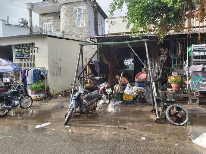 """Nước """"lũ"""" rút, nhiều nhà dân ở Phú Quốc tan hoang - Ảnh 3."""