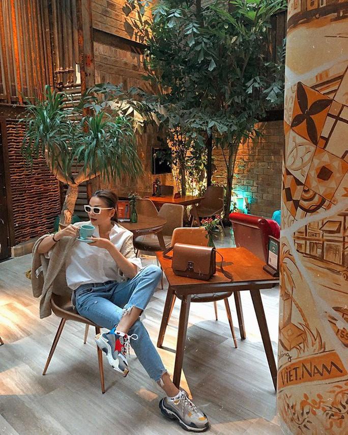 Những ngôi sao lão hóa ngược của showbiz Việt - Ảnh 10.