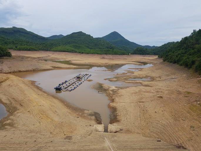 Thừa Thiên -Huế,  Quảng Trị: Cận cảnh sông, hồ trơ đáy vì nắng hạn khốc liệt - Ảnh 8.