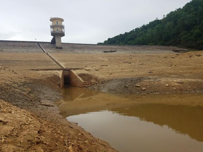 Thừa Thiên -Huế,  Quảng Trị: Cận cảnh sông, hồ trơ đáy vì nắng hạn khốc liệt - Ảnh 9.