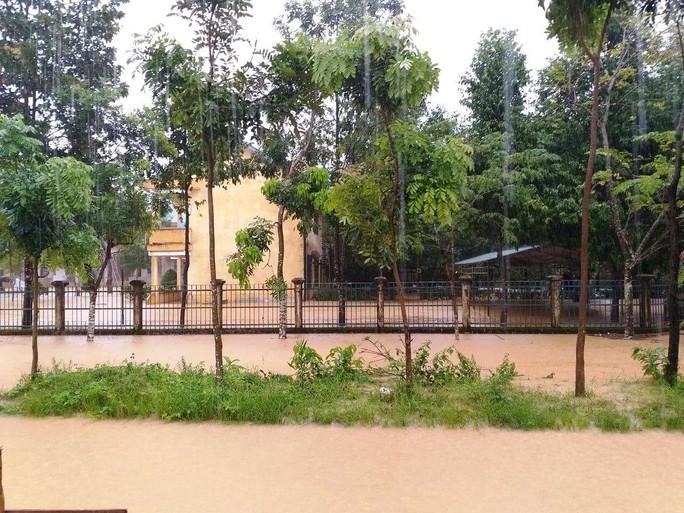 Lâm Đồng: Mưa lớn gây sạt lở đất, cô lập nhiều nơi - Ảnh 2.