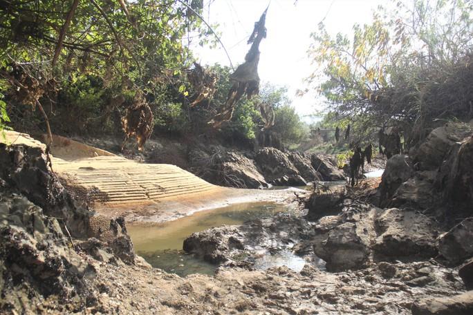 Thừa Thiên -Huế,  Quảng Trị: Cận cảnh sông, hồ trơ đáy vì nắng hạn khốc liệt - Ảnh 6.