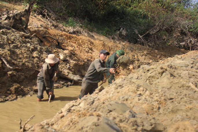Thừa Thiên -Huế,  Quảng Trị: Cận cảnh sông, hồ trơ đáy vì nắng hạn khốc liệt - Ảnh 7.