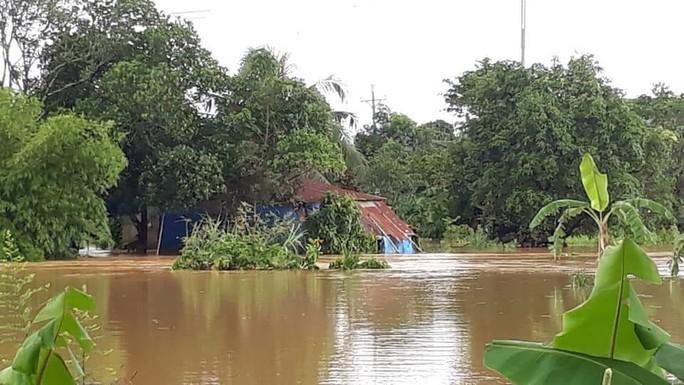 Lâm Đồng: Một Công an viên đi cứu hộ bị nước lũ cuốn trôi - Ảnh 2.