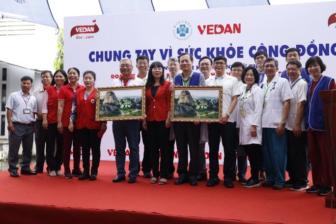 Công ty Vedan khám bệnh, phát thuốc miễn phí cho hơn 300 người dân nghèo - Ảnh 1.