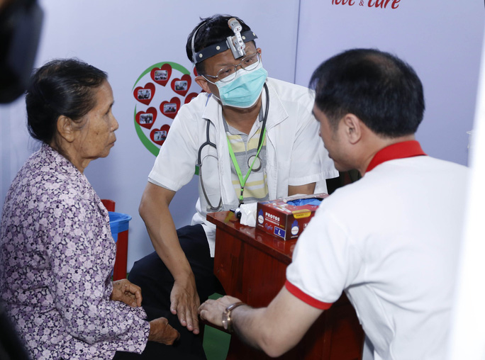 Công ty Vedan khám bệnh, phát thuốc miễn phí cho hơn 300 người dân nghèo - Ảnh 2.
