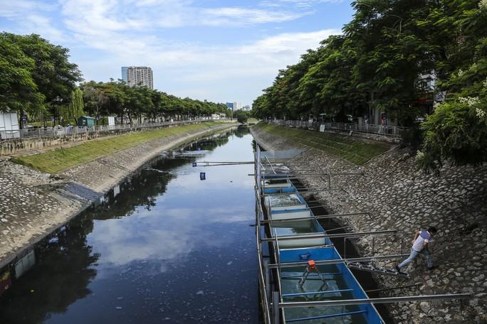 Clip: Chuyên gia Nhật Bản ngâm mình tắm nước sông Tô Lịch - Ảnh 3.