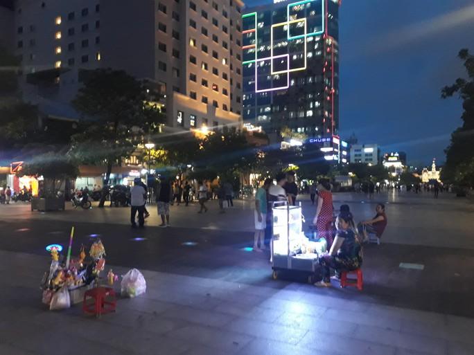 Cận cảnh cuộc rượt đuổi quanh phố đi bộ Nguyễn Huệ - Ảnh 3.