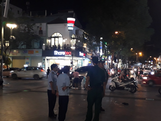 Cận cảnh cuộc rượt đuổi quanh phố đi bộ Nguyễn Huệ - Ảnh 5.