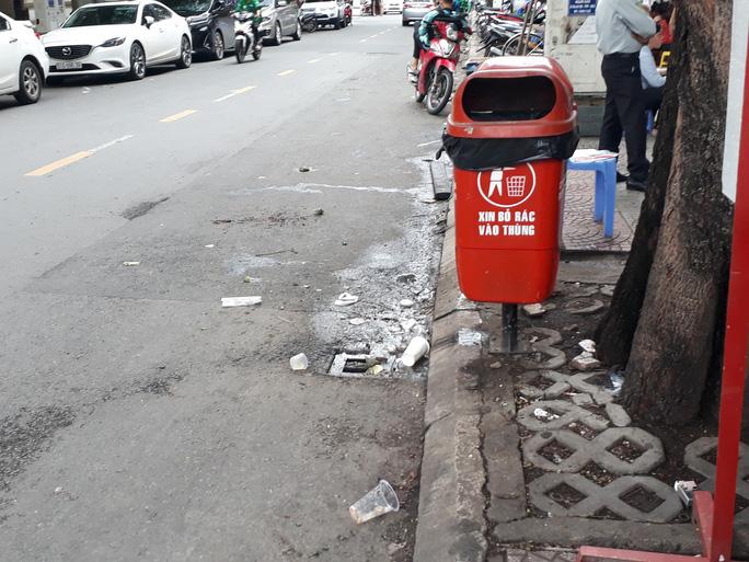 Cận cảnh cuộc rượt đuổi quanh phố đi bộ Nguyễn Huệ - Ảnh 11.