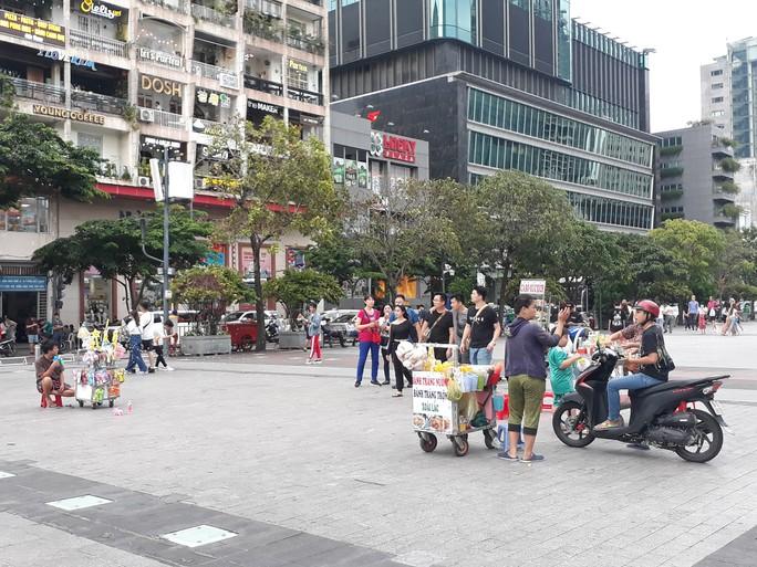Cận cảnh cuộc rượt đuổi quanh phố đi bộ Nguyễn Huệ - Ảnh 7.