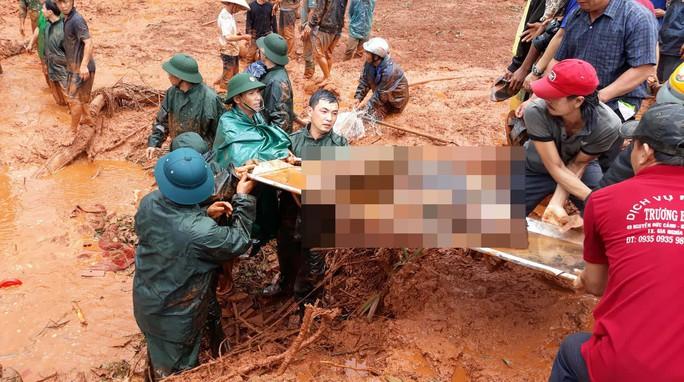 Đắk Nông: Tìm thấy 3 thi thể trong gia đình bị vùi lấp do sạt lở kinh hoàng - Ảnh 1.