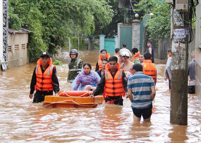 Đắk Lắk: Mưa lớn gây ngập hàng ngàn nhà dân, 1 người tử vong - Ảnh 3.